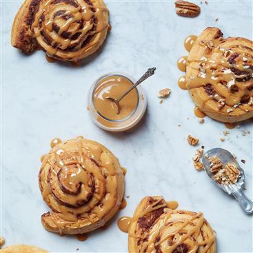 Easy Caramel-Glazed Cinnamon Buns