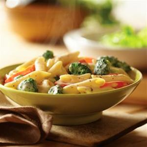Smoked Gouda Penne Pasta with Broccoli and Red Pepper